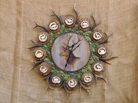 ceas_cu_decoratiune_vanatoreasca_o42